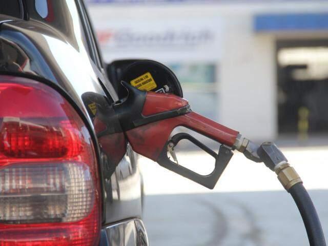 Abastecer o veículo pode ficar ainda mais caro (Foto: Marcos Ermínio/Arquivo)
