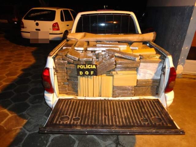 Picape Corsa carregada de maconha na carroceria (Foto: Divulgação/DOF)