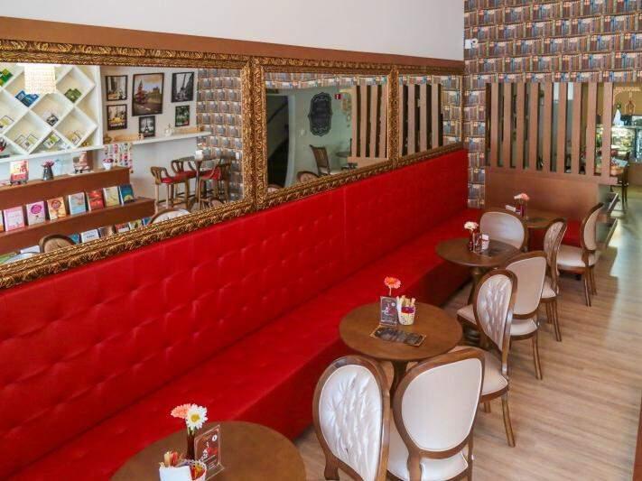 Café ganhou decoração sofisticada feita por um casal romântico. (Foto: Fernando Antunes)