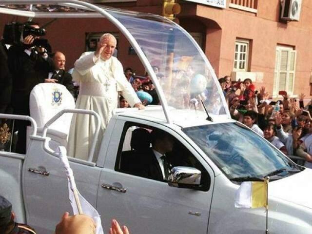 Olha o Papa aí gente!.