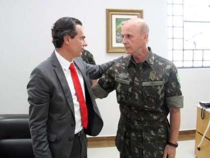 Marquinhos pede ajuda ao Exército para combater a dengue na Capital