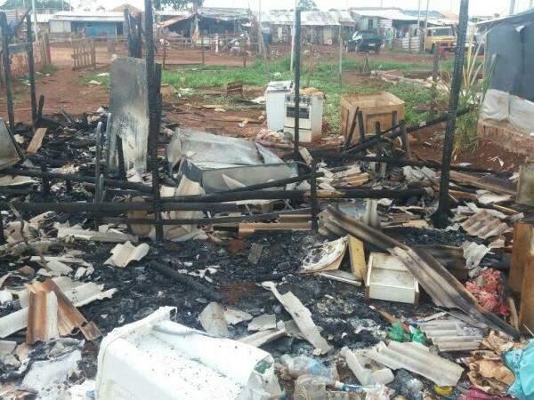 O barraco ficou completamente destruído. (Foto: Arquivo Pessoal)