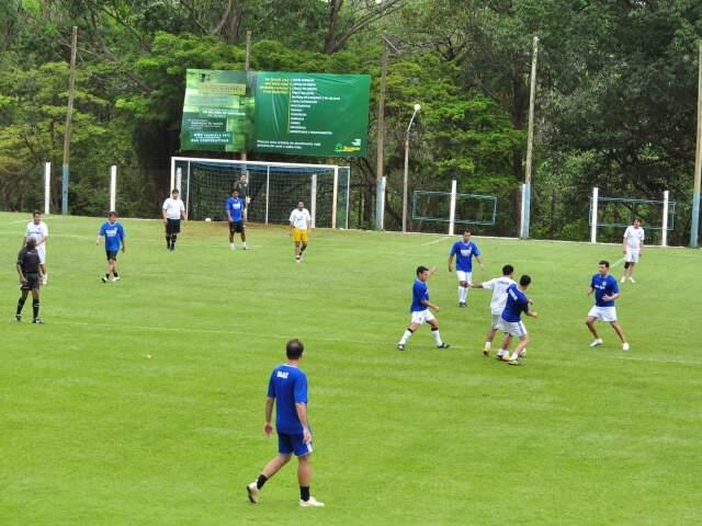 A abertura da 51ª Copa da Madrugada de futebol de campo, quarta edição da Copa Sicredi de futebol, contou com seis partidas neste domingo. (Foto: João Garrigó)