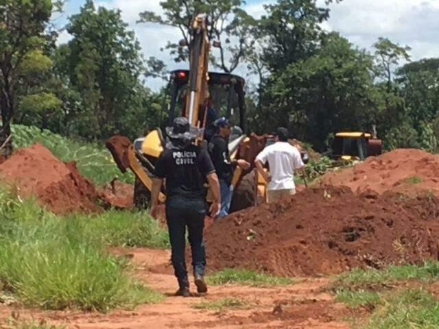 As escavações começaram hoje pela manhã e devem prosseguir até o fim da tarde (Foto: Julia Kaifanny)