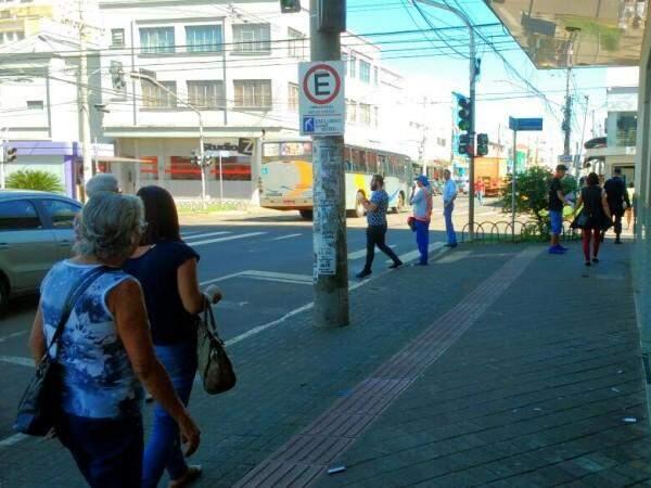Movimento de consumidores pela manhã (26) no Centro de Campo Grande foi fraco. (Foto: Renata Volpe)