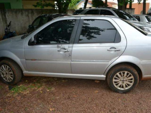 O veículo roubado foi recuperado e levado ao pátio da 1ª DP (Foto: Tião Prado/Ponta Porã Informa)