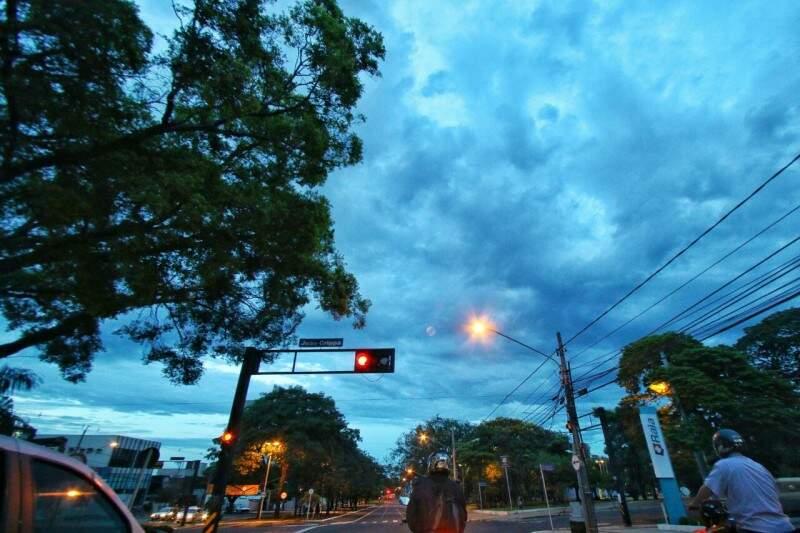 Manhã de céu nublado em Campo Grande e mínima de 21ºC. (Foto: André Bittar)