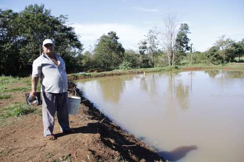 Sem acesso a rios ou córregos, índios produzem peixe em cativeiro