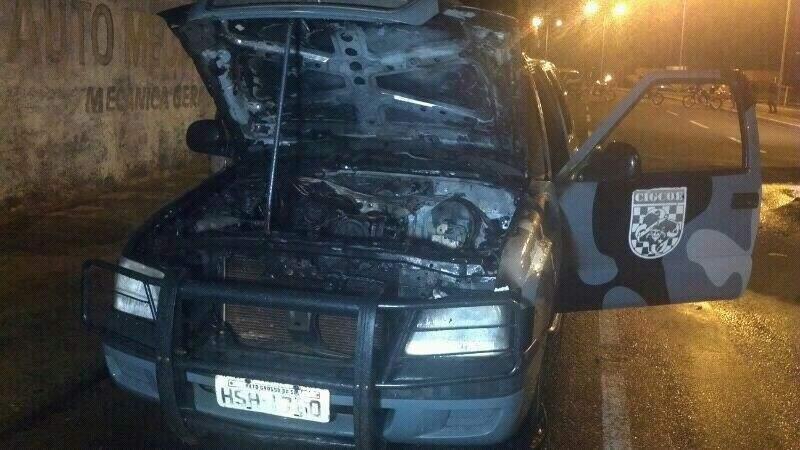 Viatura pegou fogo enquanto policiais faziam rondas. Foto: Divulgação PM