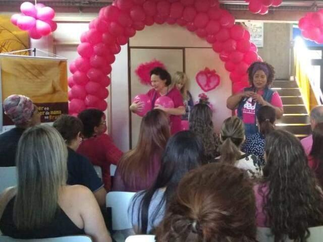 SES levou teatro e música para os funcionários, uma forma de conscientizar sobre o outubro rosa (Bruna Pasche)