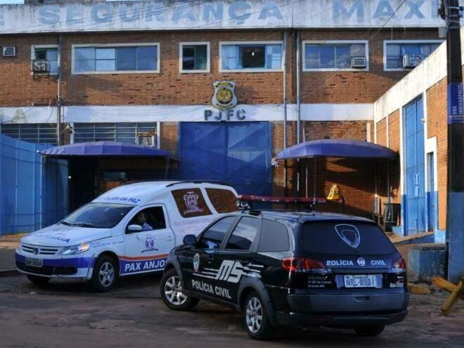 Funerária, Polícia Civil e Perícia, estiveram  no local. (Foto: Direto das Ruas)
