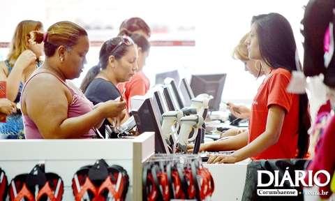 Setor de serviços é destaque na geração de empregos, em cinco meses