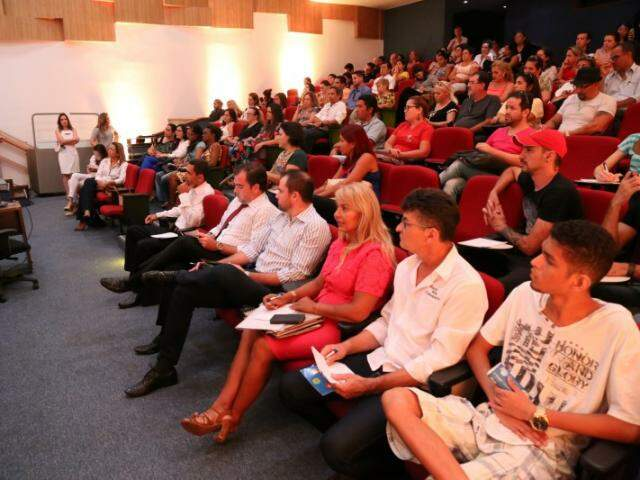 """Cabeleireiros e donos de salões de beleza participam de palestra sobre a """"Lei do Salão Parceiro"""" (Foto: Marcos Ermínio)"""