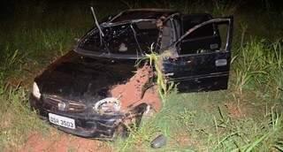 Veículo foi parar às margens da estrada vicinal (Foto: Ivinotícias)