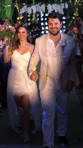 Débora e Juliano: enfim casados. Foto feita pela dama de honra que acompanhou toda saga do casal.