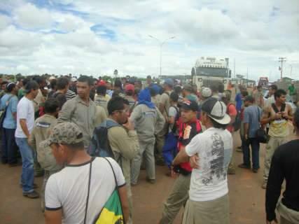 Reunião termina sem acordo e greve de 8 mil trabalhadores continuaa