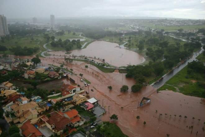 Via Parque alagada após chuva na quinta-feira passada (Foto: Valmir Guarinão)