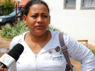 Jovem está tendo que cuidar de tudo sozinha depois que a família foi ferida(Foto:Simão Nogueira)