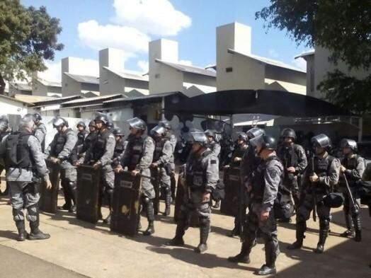 Policiais do Choque foram ao local auxiliar na transferência de detentos (Foto: Arquivo)