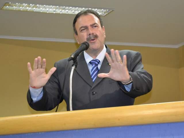 Siufi durante discurso na tribuna (Foto: Fernando da Mata)