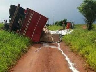 Imagem mostra agrotóxico derramado escorrendo (Foto: Divulgação/PMA)