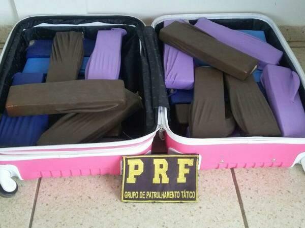 Droga estava escondida em malas (Foto: Divulgação/PRF)