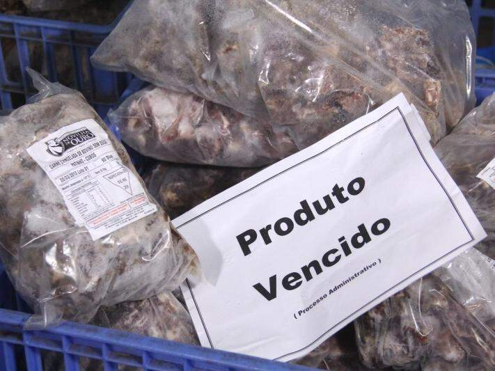 Carne fora do prazo de validade foi encontrada durante vistoria da CGU em 2015. (Foto: Marcos Ermínio/Arquivo)