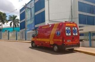 Ele foi socorrido pelo Corpo de Bombeiros  e encaminhado para unidade de saúde do Tiradentes (Foto: Adriano Fernandes)