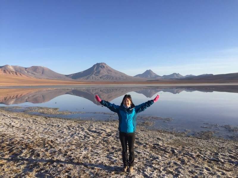 Laguna Lejia a 4300 m. Atrás está o vulcão Lascar, objetivo da viagem.