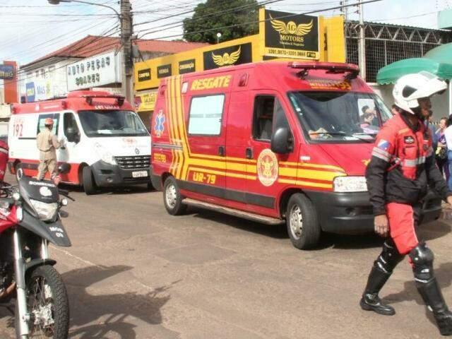 Movimentação de bombeiros e Samu no local (Foto: Marcos Ermínio)