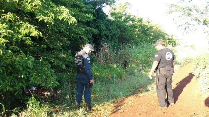 Polícia faz buscas por pistas dos bandidos. (Foto: Itaporã News)
