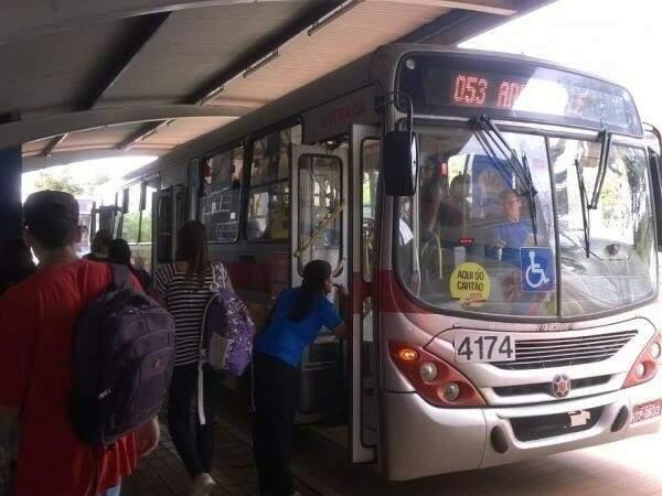 Até seis linhas de ônibus que fazem o itinerário escola/residência podem ser escolhidas. (Foto: Richelieu de Carlo/Arquivo)