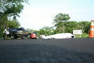 Motociclista foi encontrado caído no asfalto. Foto: Marcos Ermínio