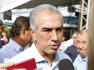 Governador Reinaldo Azambuja (PSDB), durante entrevista à imprensa nesta quarta-feira (dia 16). (Foto: Helio de Freitas).