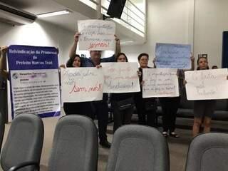 Grupo resolveu ir à Câmara para mostrar insatisfação com a mudança nas escolas (Foto: Fernanda Palheta)