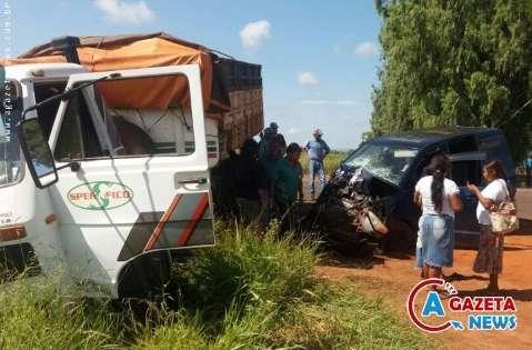 Quatro adultos e uma criança ficam feridas em acidente na MS-289