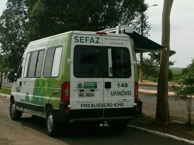 Veículo da Sefaz durante fiscalização em Nova Andradina (Foto: Direto das Ruas)