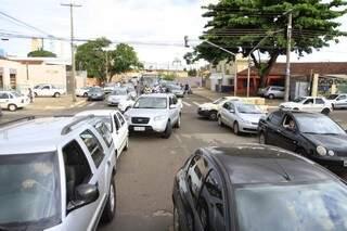 Veículos vão pagar mais caro pelo tributo, mas correção será abaixo da inflação (Foto: Cleber Gellio)