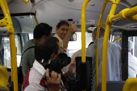 Bernal entrega 84 ônibus e diz que já tem recurso para construção de terminal