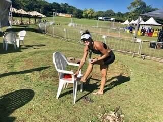 Com bolhas nos dois pés, Tatiane Santin, de Campo Grande, disputou a prova no sacrifício, mas mesmo assim ficou em segundo no geral feminino (Foto: Divulgação/Assessoria)