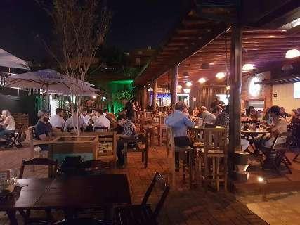 Choperia abre com estrutura de praça gastronômica e 5 atrações no mesmo lugar