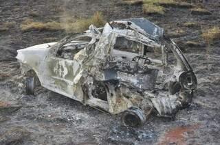 Imagem mostra os três veículos envolvidos no acidente. (Foto: Marcelo Calazans)