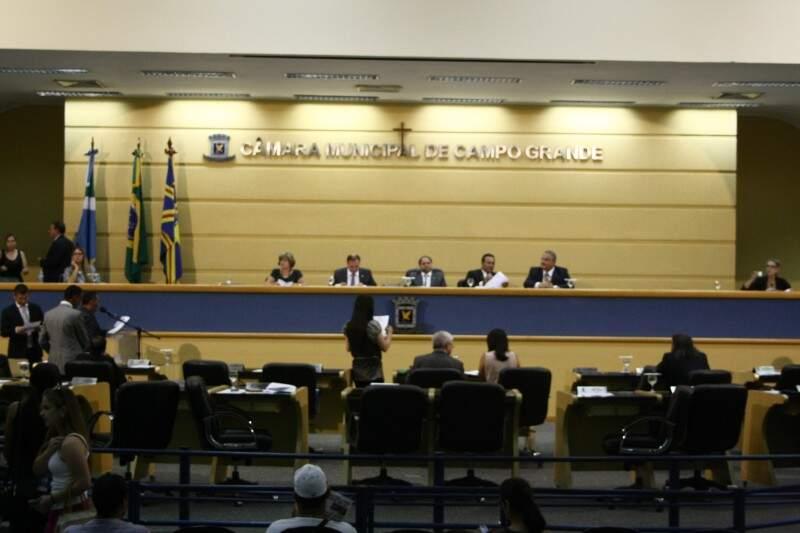 Vereadores aprovaram por unanimidade pedido de Bernal e se preparam para aprovar orçamento para 2014 (Foto: Marcos Ermínio / Arquivo)
