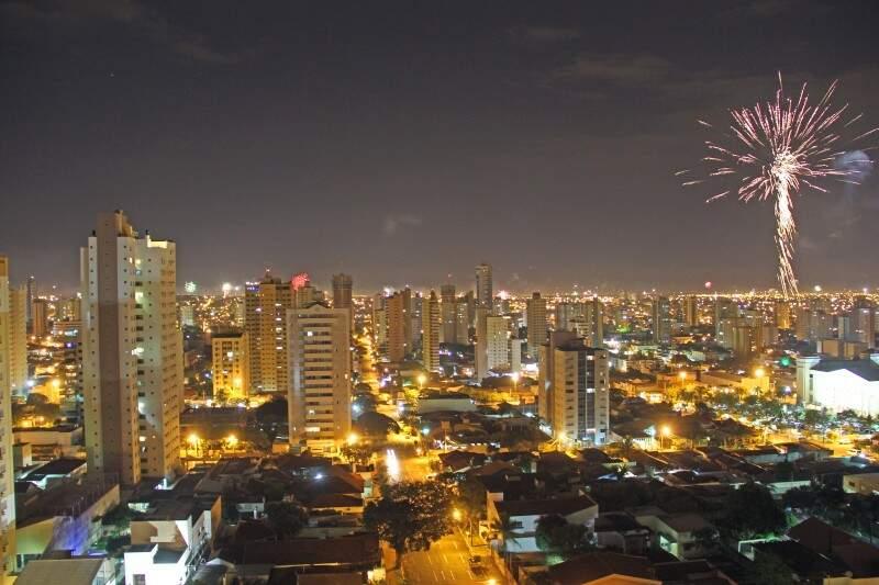 No centro de Campo Grande, houve pouca queima de fogos de artifícios. (Foto: Marcos Ermínio)