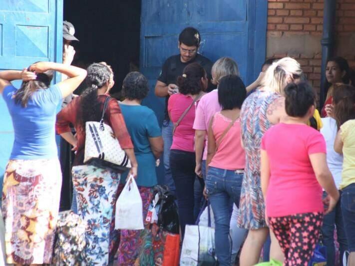 Entrada das visitas na Máxima (Foto: Marcos Ermínio)