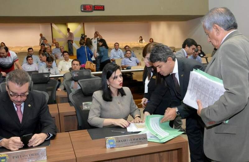 Deputados aprovam programa de leite infantil e recesso a servidores em período de férias dos ceinfs (Foto: