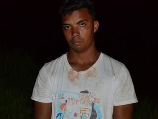"""Claudinei Augusto ganhava R$ 100 de """"Nando"""" para auxiliá-lo nos crimes (Foto: divulgação/Polícia Civil)"""