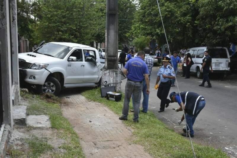 Condutor foi atingido por vários tiros e bateu caminhonete. (Foto: ABC Color)