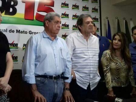 Ex-governador ao lado do senador Waldemir Moka. (Foto: Mayara Bueno).