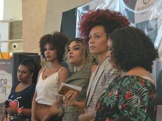 Com diferentes tipos de cabelos cacheados, elas participaram do evento (Foto: Alana Portela)